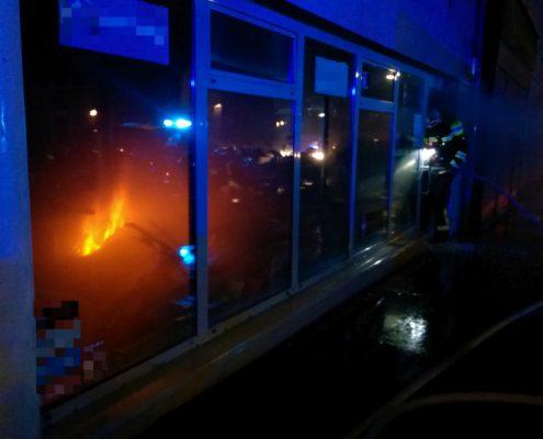Brand eines Ausstellungsstücks in der Geschäftsauslage