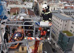 Bauarbeiter kollabiert - Menschenrettung aus luftiger Höhe
