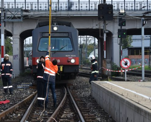 Fahrgäste nach Leitungsschaden in Zug eingeschlossen