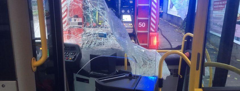 Autobusunfall mit LKW fordert drei Leichtverletzte