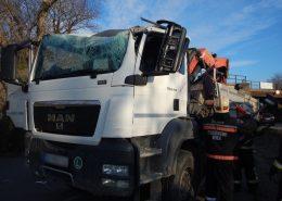 Lkw rammt mit Ladekran ehemalige Bahnunterführung – ein Verletzter