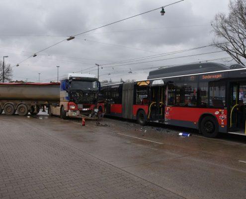 Wien-Donaustadt: zahlreiche Verletzte bei Unfall mit Linienbus und