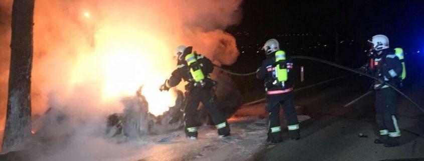 Pkw nach Unfall ausgebrannt