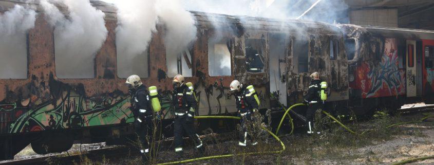 Wien-Simmering: Ostautobahnsperre nach Waggonbrand