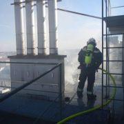 Berufsfeuerwehr Wien löscht Dachbrand in Mariahilf