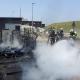Schwarze Rauchsäule bei Brand von Baustellenmaterial in Wien-Liesing