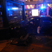 Verkehrsunfall – Lenkerin eingeklemmt
