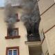 Frau vom Balkon ihrer brennenden Wohnung gerettet